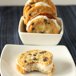 Paleo_banana__ice__cream__sandwiches_sm